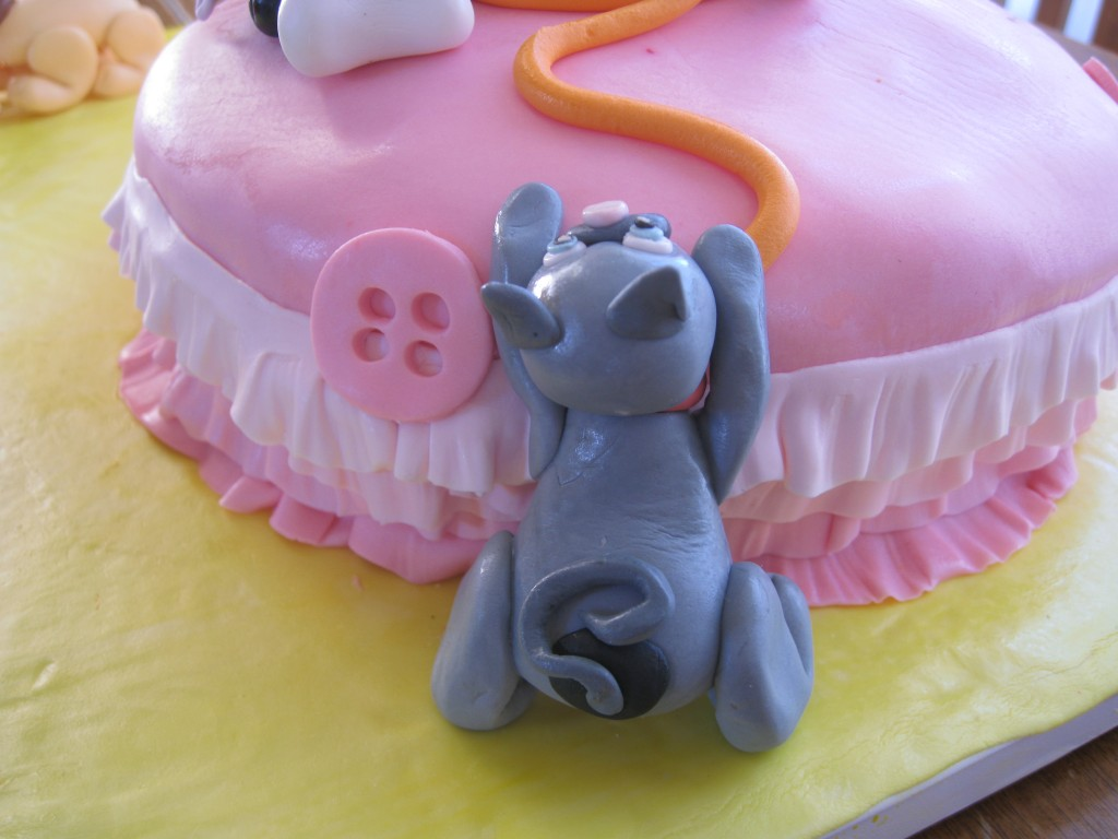 Fondant puppy and kitten cake